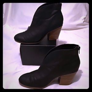 A2 by Aerosoles Heel Rest Black Ankle Boots Size 6